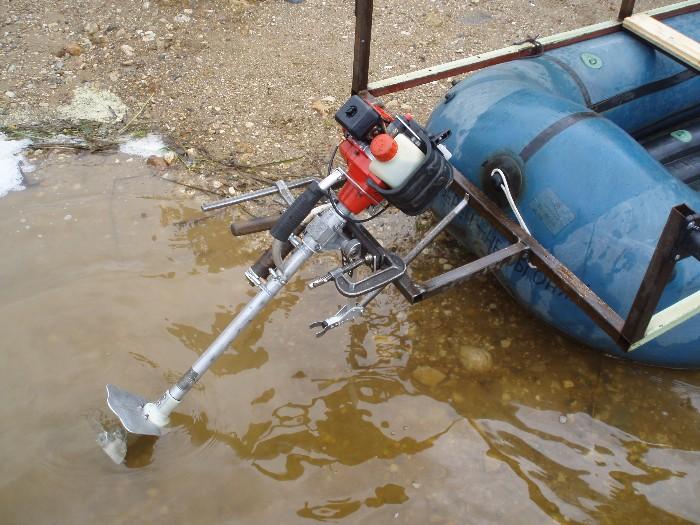 Как из бензокосы сделать лодочный мотор своими руками
